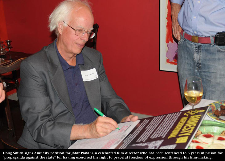 Doug signs AI petition for Jafar, photo by James Coburn, Central Image Agency